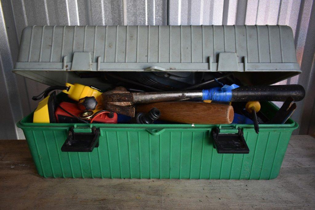 Boîte à outils: à emporter dans votre voiture survivaliste