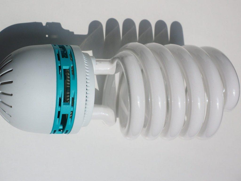 Lampe économe: A intégrer dans la maison survivaliste
