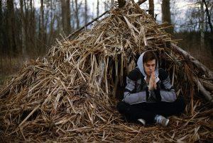 Ne pas perdre espoir pour survivre en forêt