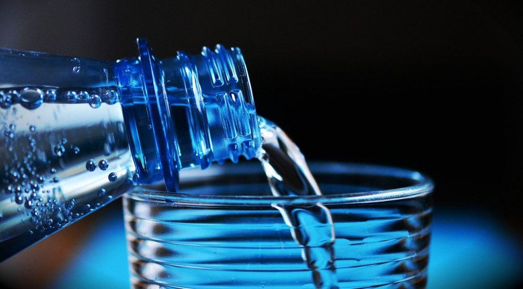 Conserver des bouteilles d'eau gazeuse
