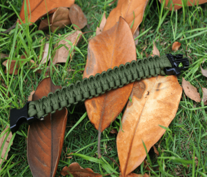 Liste du matériel survivaliste: Bracelet de survie en Paracord